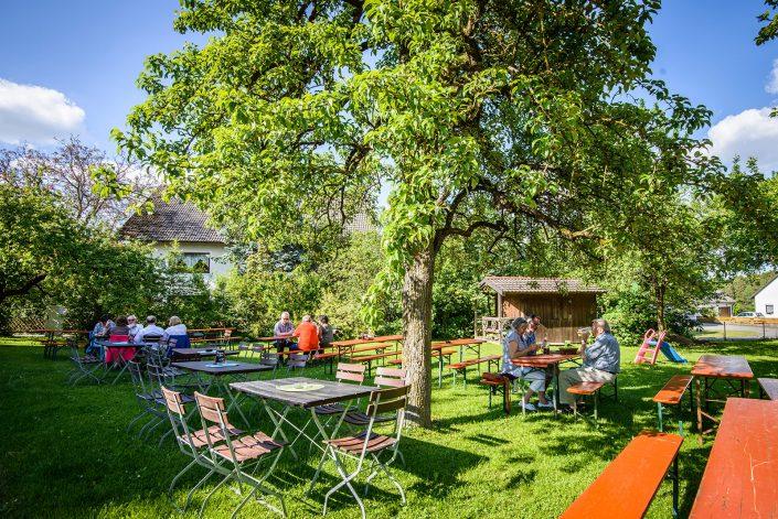 Gasthaus Sörgel die gemütliche Zoigl-Wirtschaft mit Biergarten in Prohof bei Sulzbach-Rosenberg im Herzen der Oberpfalz. Leckere Brotzeiten und süffiges Bier. Jeden Donnerstag frisches, selbstgebackenes Holzofenbrot.